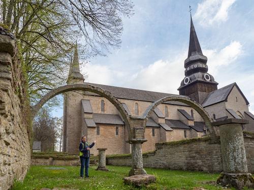 Arkeologen Maria Vretemark kan få gåshud vid Varnhems gamla klosterkyrka och klosterruinerna.