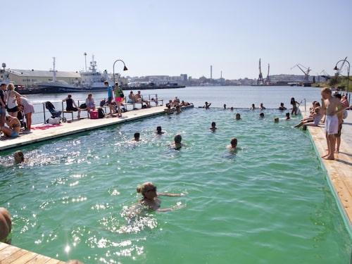 Allmänna badet i Frihamnen är en del av Jubileumsparken.