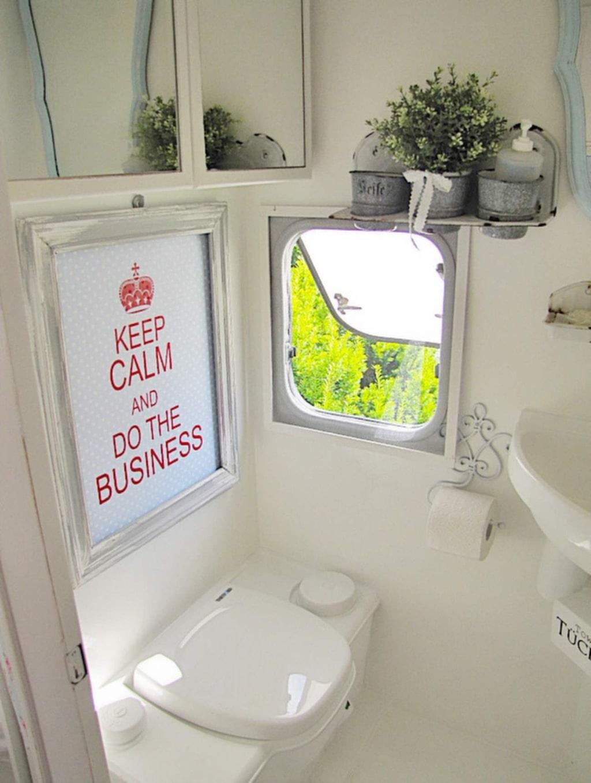 Toaletten – betydligt ljusare och fräschare efter omvandlingen.