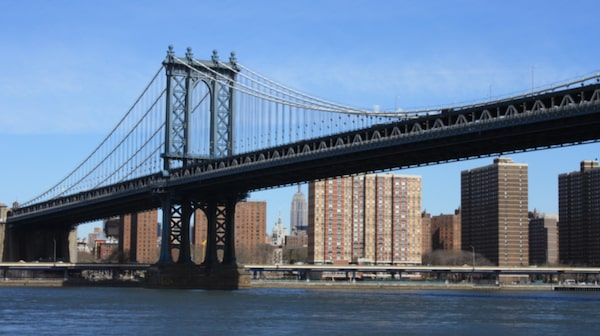 Manhattan Bridge är nog så imponerade med sin höga stålkonstruktion.