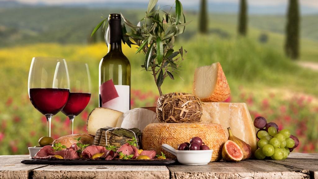 Så njuter italienarna av vin och mat på ett opretentiöst sätt.
