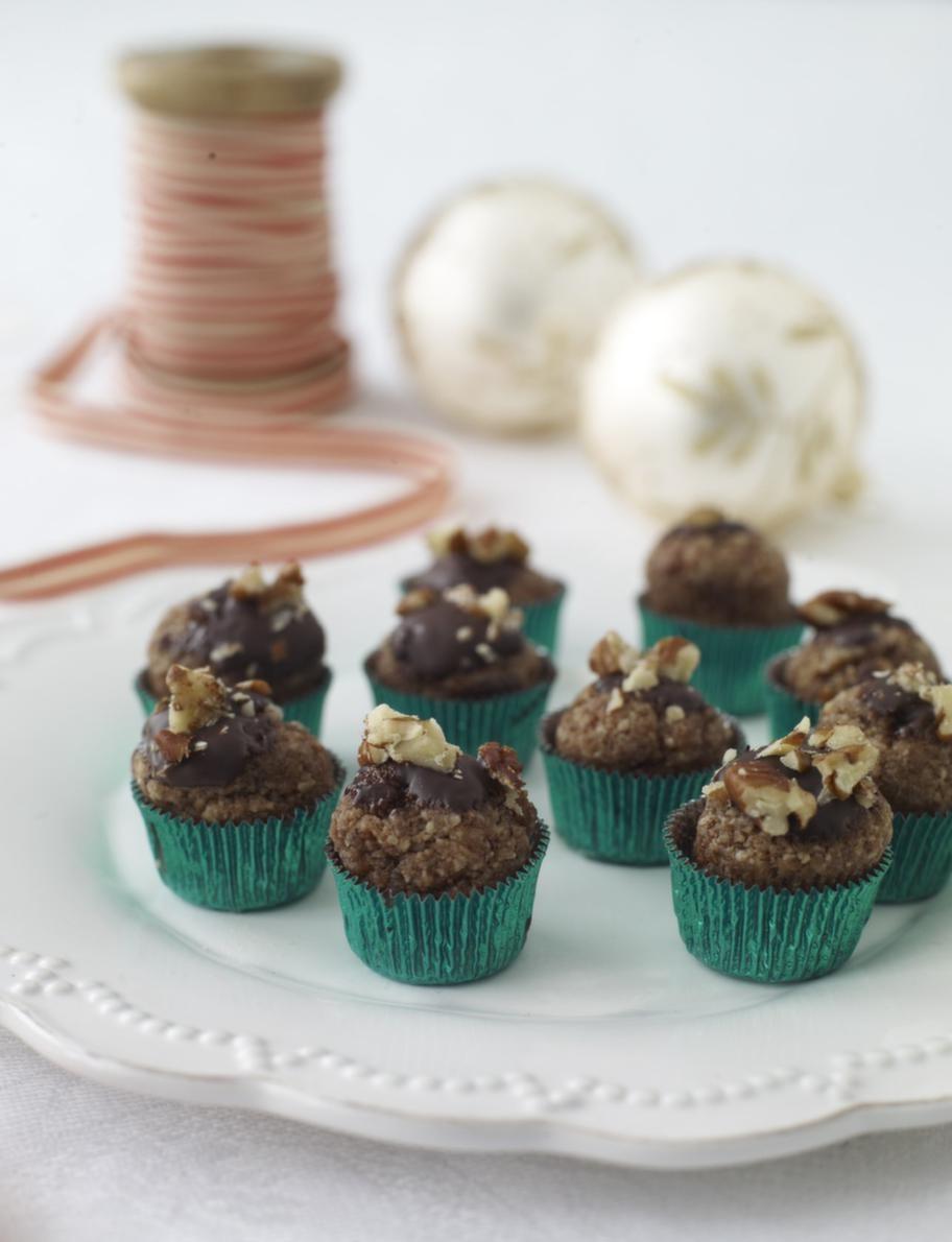 Pyttesmå mandelmuffins med choklad och nötter