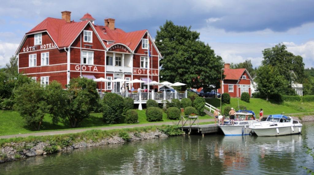 <p>Hyr en båt på Göta kanal.</p>