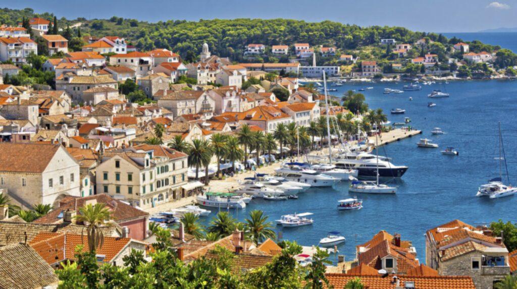 <p>Hvar är den soligaste, grönaste och trendigaste av Kroatiens öar.<br></p>