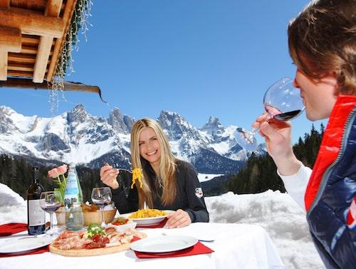 Lunch med utsikt på Malga Ces.