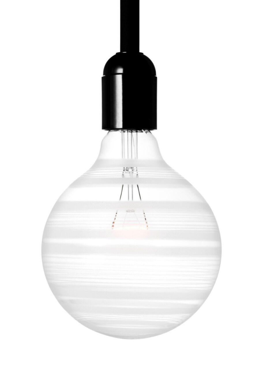 Enkel och dekorativ. Ingegerd Råmans glödlampa finns i olika utföranden, 269 kronor, royaldesign.se.