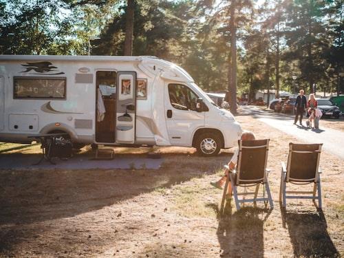 Camping är inte bara för barnfamiljer