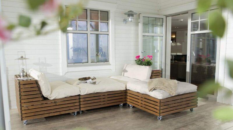 Bara Vara är en ny serie loungemöbler på hjul. Avtagbart lock ger möjlighet till förvaring. Av svensk kärnfuru. Fåtölj, cirka 3 300 kronor. Dyna cirka 1 095 kronor, Hillerstorp.