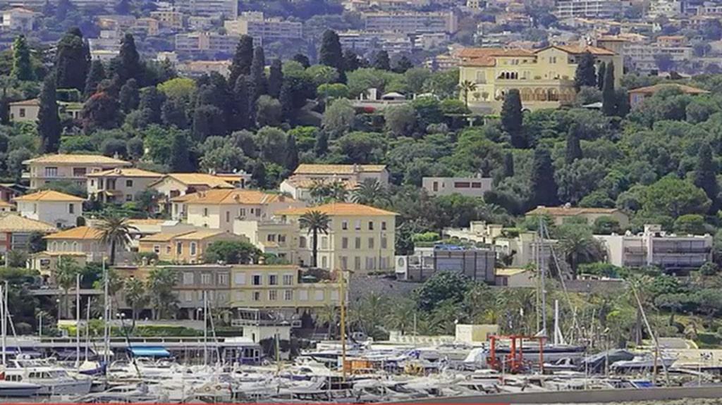 Saint-Jean-Cap-Ferrat som orten heter har alltid lockat till sig kända och rika från hela världen.