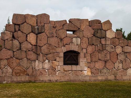 Bomarsunds mäktiga, vackra fästningsmurar räckte inte långt när fästningen attackerades under Krimkriget.
