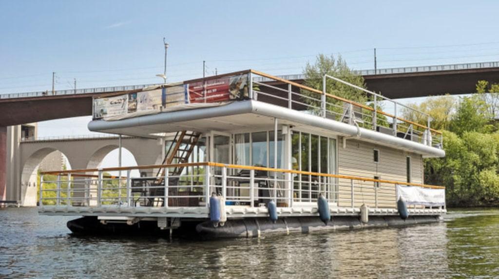 <p>En 233 kvadratmeter stor, topputrustad och flytande villa på vatten kanske kan vara något för dig?<br></p>