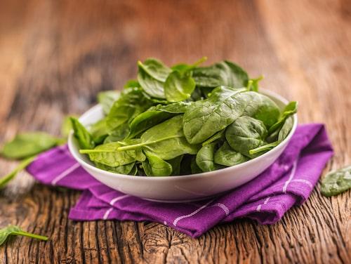 Gröna bladgrönsaker, som spenat, innehåller bland annat mycket antioxidanter och kalium.