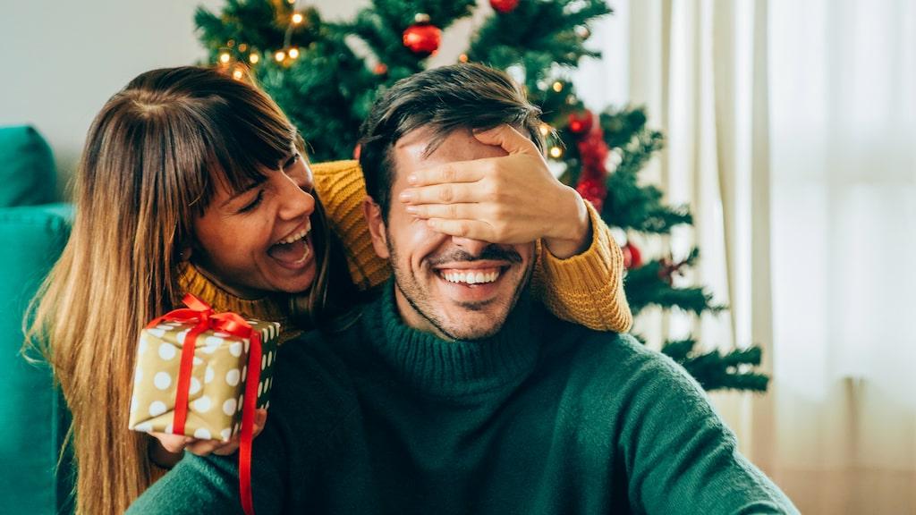 Dags att köpa julklapp – men du kommer inte på någonting. Känns det igen? Här får du tips och inspiration till flera fina och billiga presenter – alla under 200 kronor.
