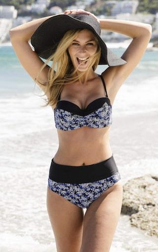 bikini som täcker magen