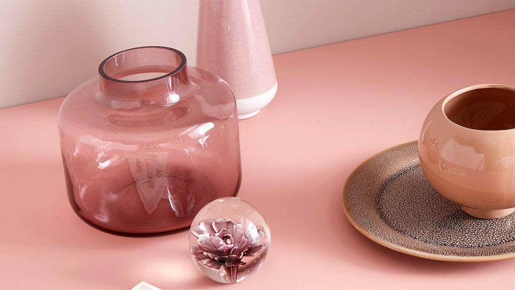 Färgat glas är riktigt trendigt just nu.