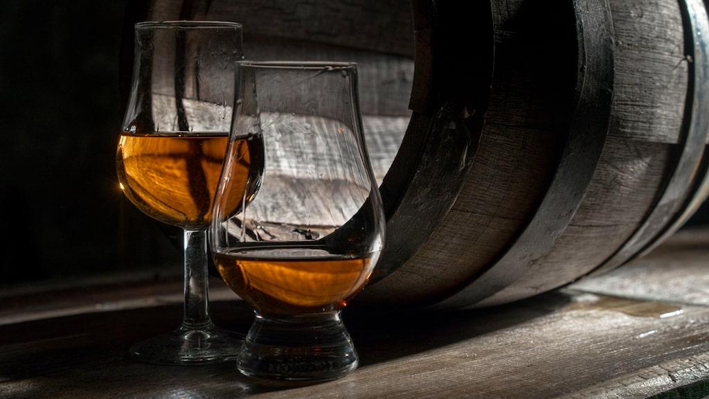 Whisky eller whiskey kan stavas på olika sätt - vilket mest är av geografisk betydelse.