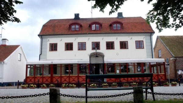 Njut av ostron och champagne på anrika hotell Kattegatt.