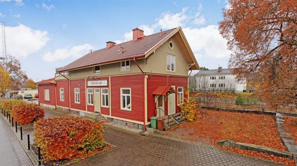 <p>Stationsbyggnaden från 1894 är ombyggd till bostad. <br></p>