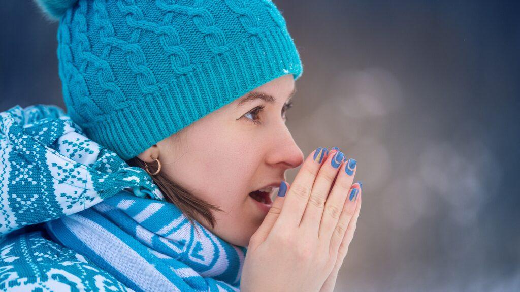 <p>Torra händer är vanligt om vintern då luften är torrare både utomhus och inomhus.</p>