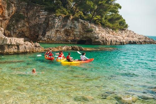 Tänk att få glida fram över kristallklara vikar någonstans i Kroatien.