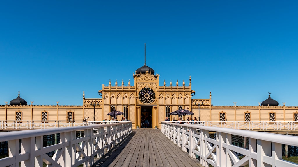 Sveriges mest kända kallbadhus, Varbergs kallbadhus håller öppet året runt.