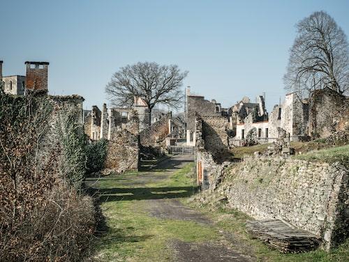Det är gratis att besöka ruinstaden Oradour-Sur Glane.
