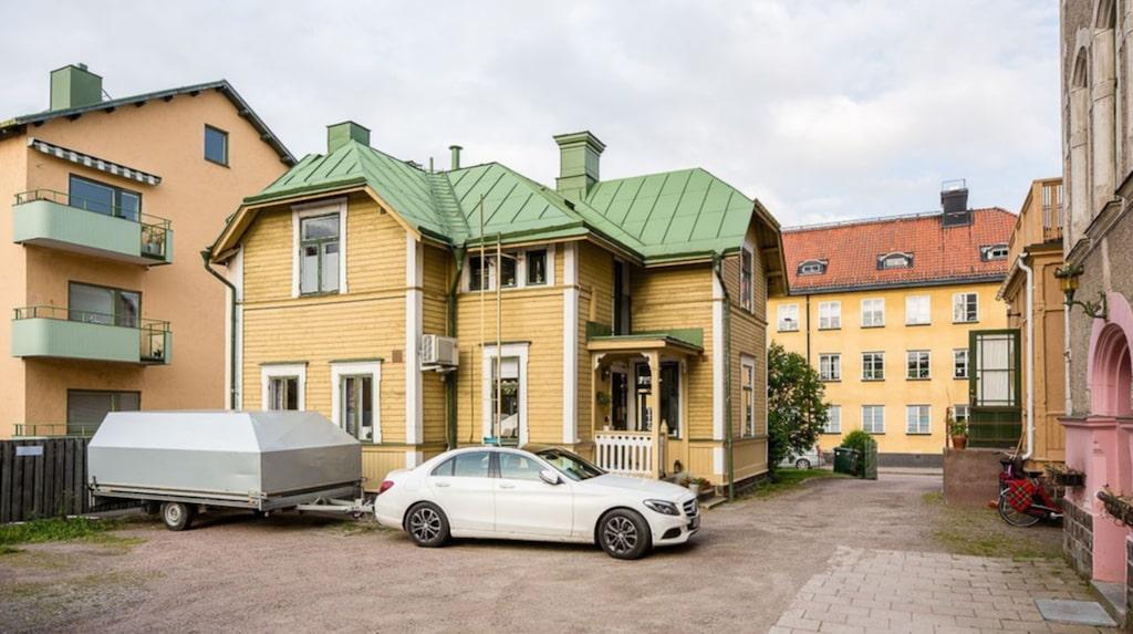 Den tillhör en bostadsrättsförening i Gävle.