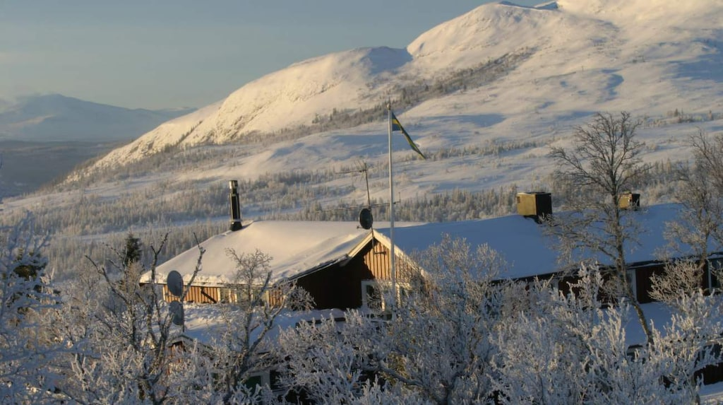 Buustamons fjällgård ligger idylliskt i Jämtland.