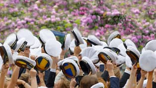 8cc9cea2688f Studenten närmar sig – dags att köpa studentklänning Foto: Shutterstock