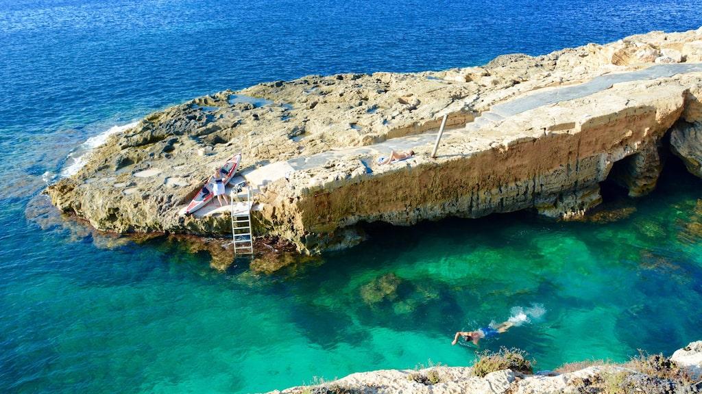 Här finns ett privat klippbad - perfekt för ett dopp i Medelhavet.