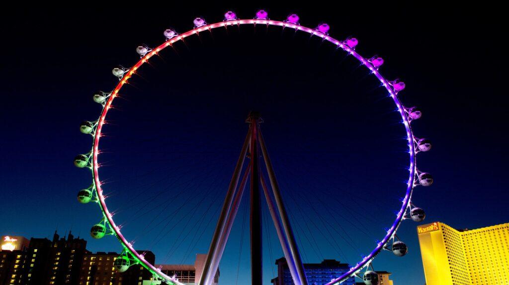 """Bästa utsikten över Las Vegas har du i """"The High Roller"""". Och är du törstig ska du välja en av gondolerna med fri bar."""