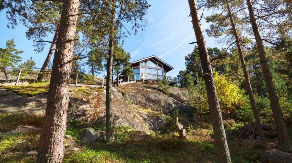 Här är huvudbyggnaden på ön Storholmen utanför Alnö, Sundsvall.