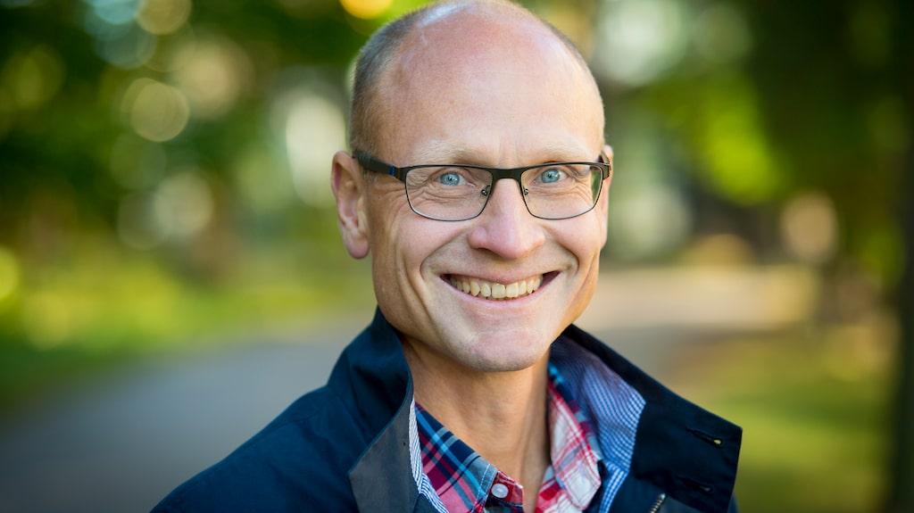 Om hjärtklappningen sitter i mer än ett dygn bör man söka vård, förklarar professorn Stefan James.