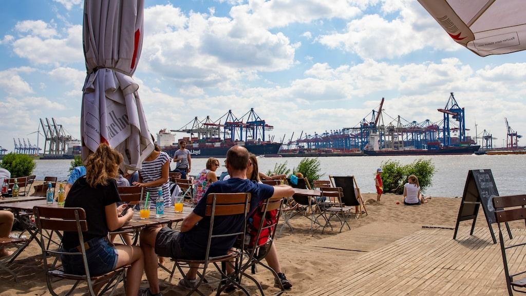 På Strandkiosk Ahoi är både utsikten och stämningen skön.