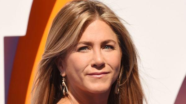Jennifer Aniston är en av alla kändisar som passerat 45 år, och som fortfarande har långt och friskt hår.