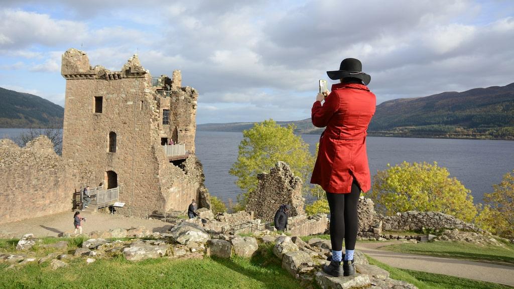 Urquhart castle med Loch Ness bakom sig.