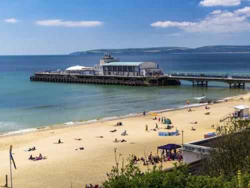 Njut av härligt klimat i Bournemouth.
