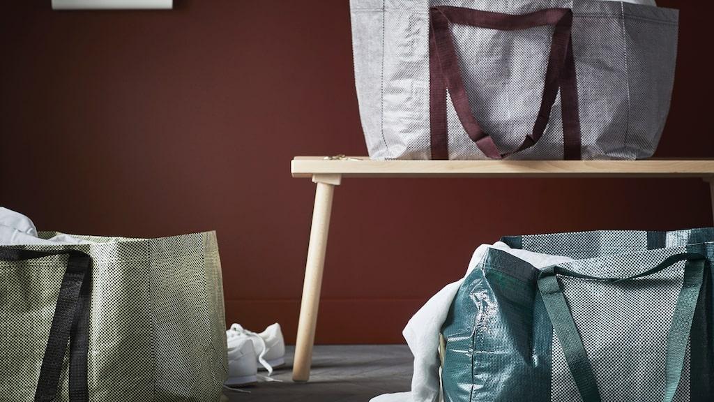 Ikea-kassen har inte gjorts om sedan den kom för 30 år sedan. Men nu kommer en ny version den 6 oktober, i nya kollaktionen Ypperlig. Den finns i sex färgställningar och mönsterkombinationer.