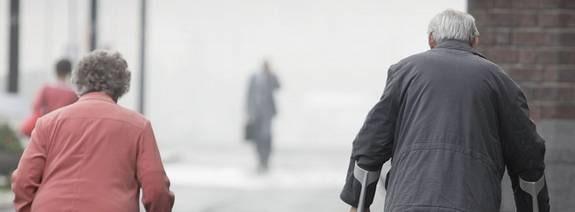 Att skiljas vid sextio kan vara ett hårt slag för den som blir övergiven.