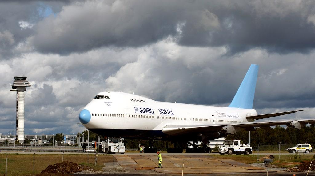 Vid Arlanda kan man checka in i Boeing 747-212B .