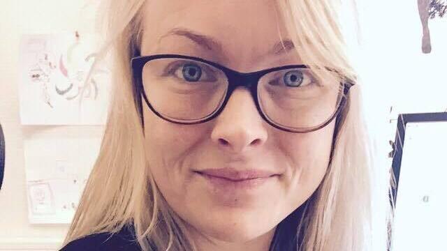 """Maja Budgifvars, 33, från Borlänge, gjorde Dödsstjärne-lampan åt sin son Gustav, 11, som är ett stort """"Star Wars""""-fan."""