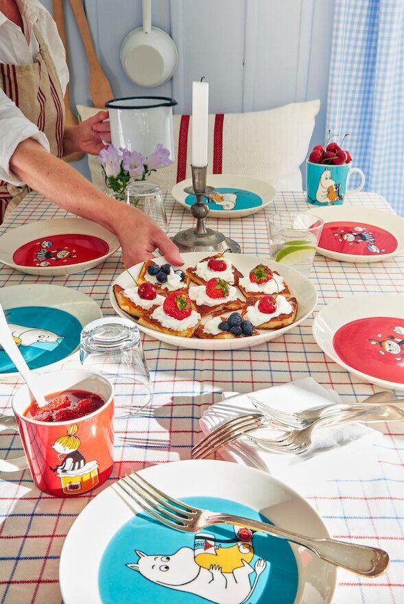 Fram till dags dato har Arabia gjort Muminmuggar med 79 olika motiv sedan den första kom 1990. I början av 2000-talet utökades serien med skålar och tallrikar.