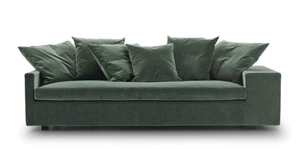 <p>Stor grön soffa i trendig sammet. Jazz, 220 x 96 centimeter, 41 202 kronor, Eilersen.</p>