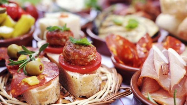 Njut av den spanska maten på Gaudeix Bodega.