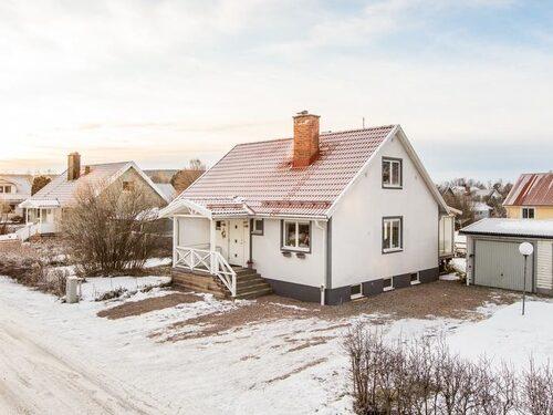 Renoverat, fräscht och modernt. Den här villan i Sundsvall kostar 2 195 000 kronor.