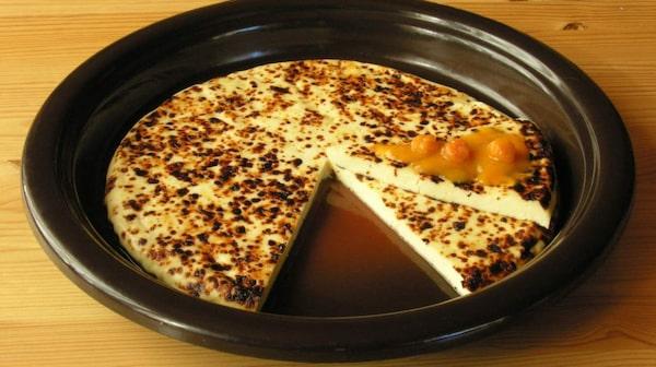 Kaffeost kan med fördel ätas som en dessert på fat, men då med hjortronsylt.