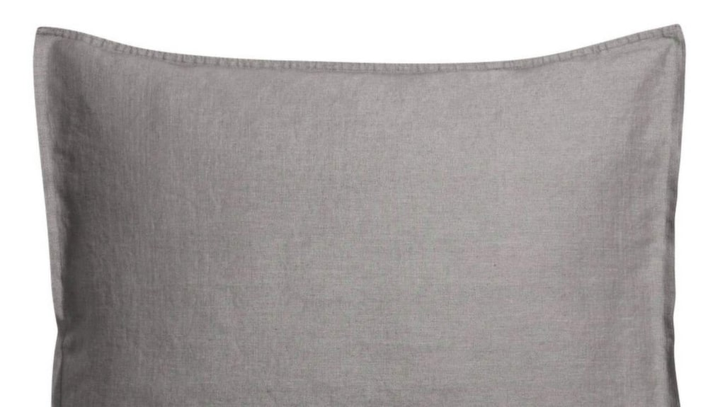 <p>Örngott i linne, Marias favoritmaterial, 99 kronor, H&amp;M home.</p>