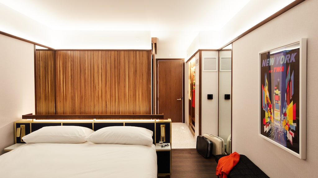 Hotellrummen med vintageinspirerad inredning från 1960-talet.