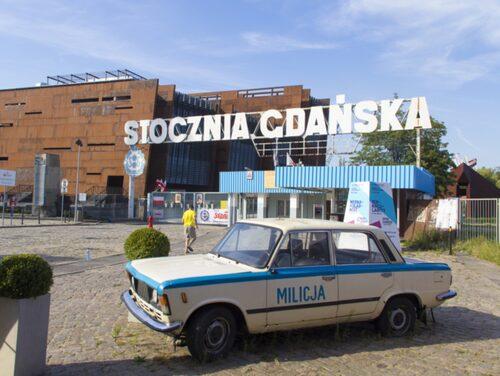 Skylten till varvet i Gdnask är sig lik.