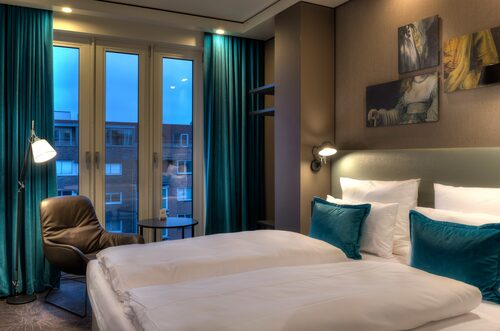 Motel One Amsterdam-Waterlooplein erbjuder snygga rum till ett humant pris.